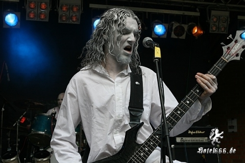 https://www.hotel666.de/gallery/2010/barther_metal_open_air/mid/mid_zIMG_3077.jpg